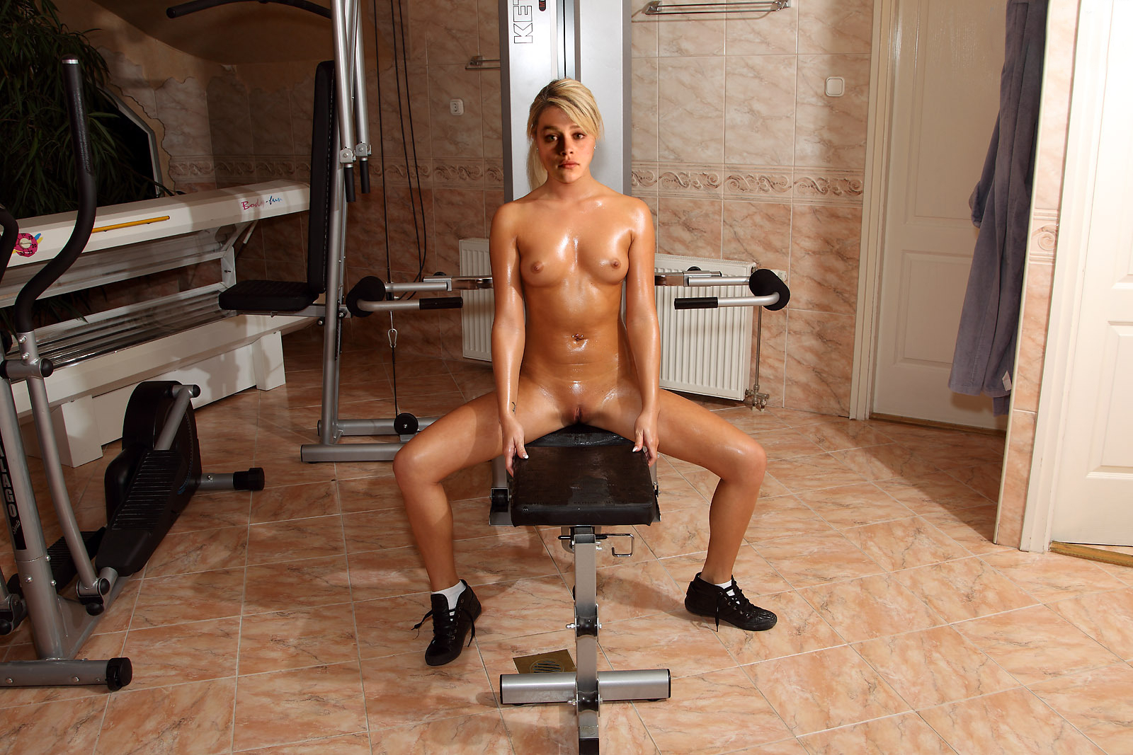 Nude working out