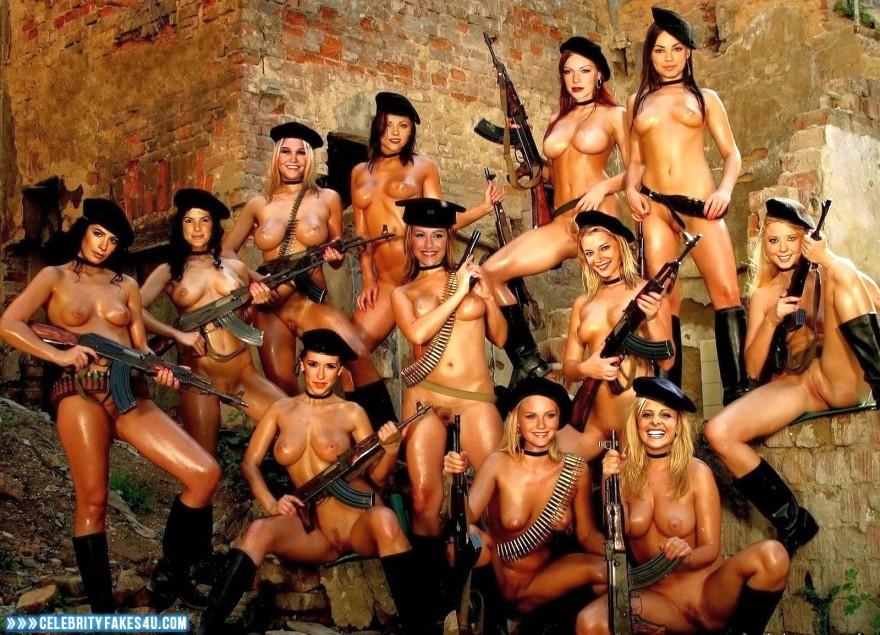 фото голых солдаток